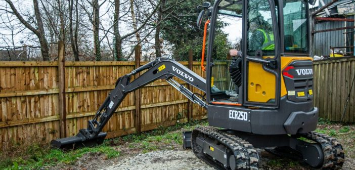 Sean Hopper, proprietor of F D Builders highly recommends the ECR25D