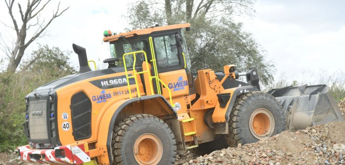 New Hyundai HL960A wheeled loader a firm favourite with aggregates business site foreman