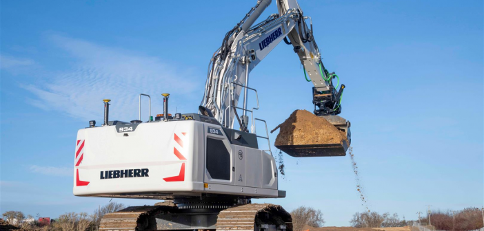 Brad-Pave invest in Liebherr 934 Excavator factory fitted with Leica 3D Machine Control