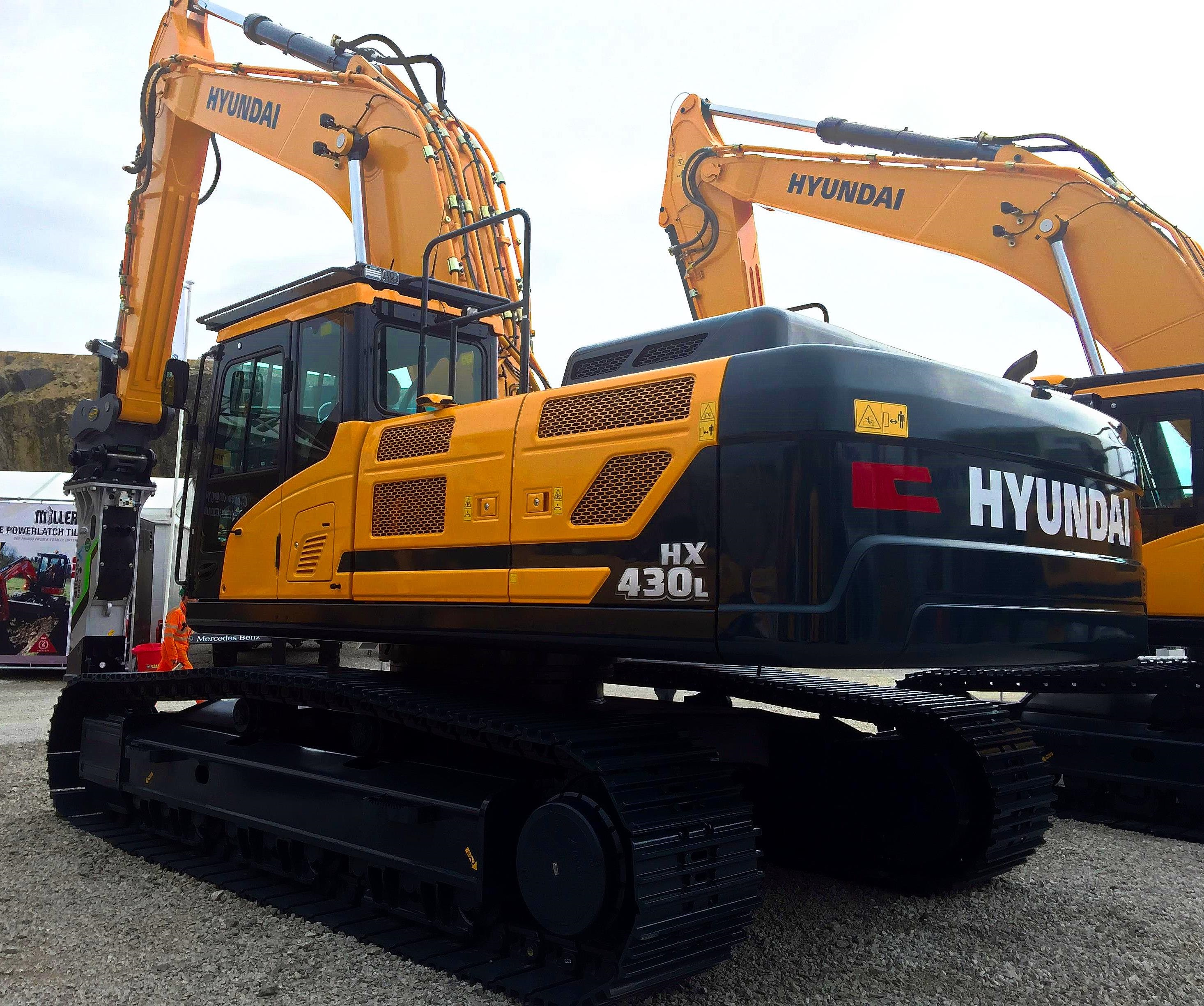 hyundai introduce the brand new hx430 l crawler excavator at hillhead cea construction. Black Bedroom Furniture Sets. Home Design Ideas