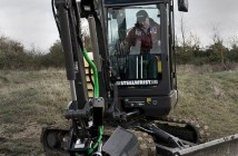 Nick Drew from Earthmovers demonstrating a Steelwrist attachment.